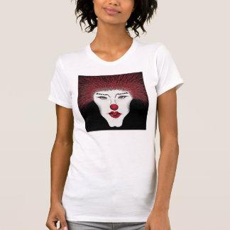 Belleza en la camiseta destruida oscuridad
