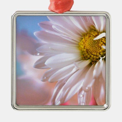 Belleza en la floración adorno navideño cuadrado de metal