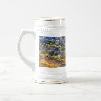Belleza natural de las cintas de la luz del jarra de cerveza