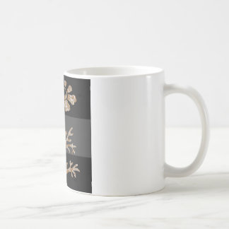 Belleza negra floral grabada plata del oro n taza de café