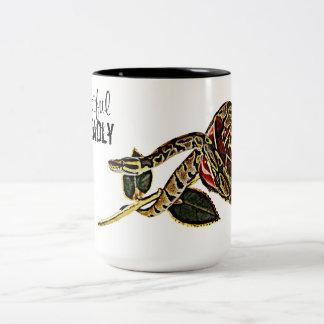 Belleza peligrosa de la taza de la serpiente del