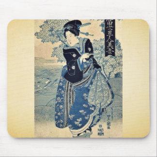 Belleza que sostiene un tubo por Utagawa, Toyokuni Alfombrilla De Raton