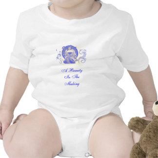 Belleza verdadera en azul traje de bebé