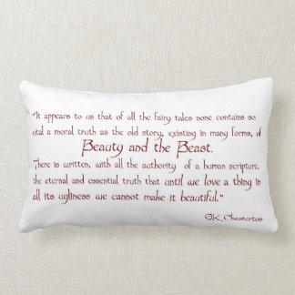 Belleza y la almohada de la cita de la bestia