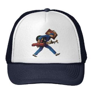 Bellhop del vintage en equipaje uniforme y que gorras de camionero