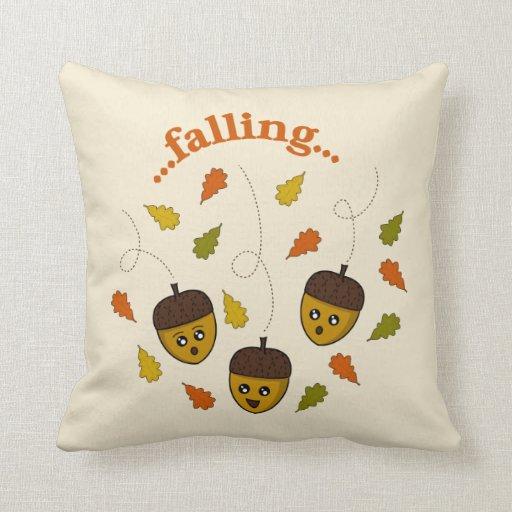 Bellotas del otoño que caen almohadas