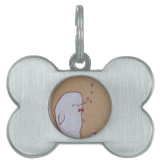 beluga excelente placa de mascota