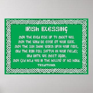 Bendición irlandesa 1 en marco céltico del nudo poster