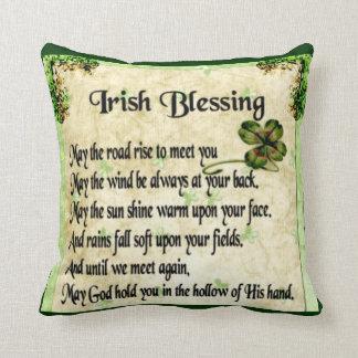 bendición irlandesa/almohada doble de los unicorni