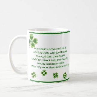 Bendición irlandesa taza básica blanca