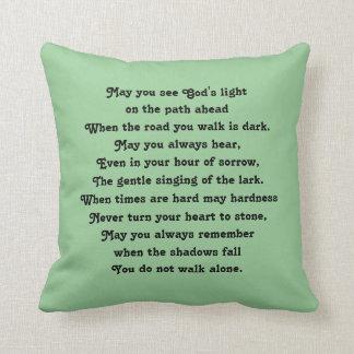 bendición irlandesa y arte abstracto almohadas