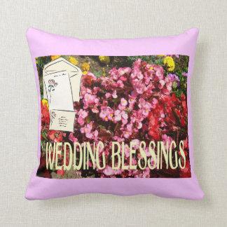Bendiciones de los bodas, enviadas en una letra cojín decorativo