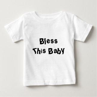 Bendiga a este bebé camiseta