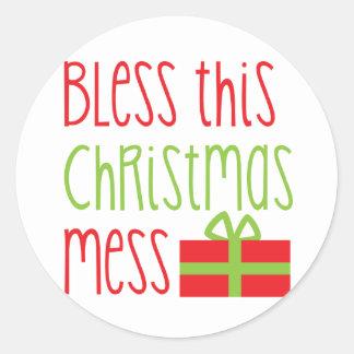 Bendiga este diseño divertido de Navidad del lío Pegatina Redonda