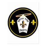 Bendígale emblema de los muchachos postal