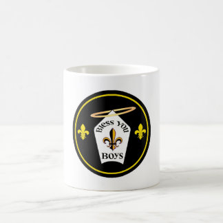 Bendígale emblema de los muchachos taza básica blanca