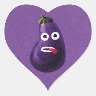 Berenjena divertida púrpura del dibujo animado pegatina en forma de corazón