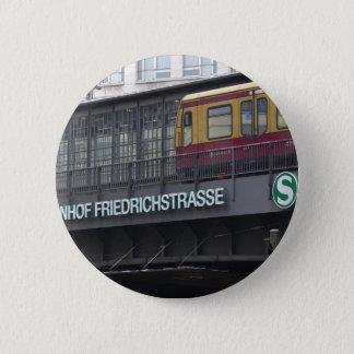 Berlin Friedrichstrasse, Station Button
