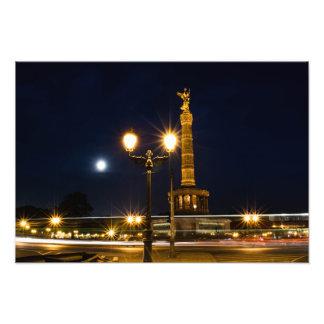 Berlin victory column at night