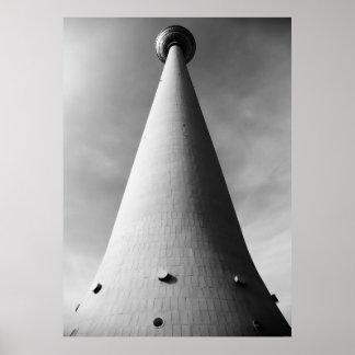 Berlinés Fernsehturm negra Weis Póster