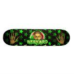 Bernard skull green fire Skatersollie skateboard.