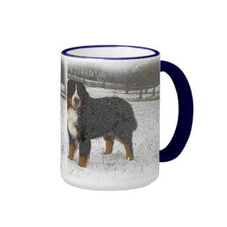 Berner en la nieve tazas de café