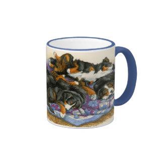 Berners en un edredón taza de café