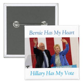 Bernie tiene mi corazón, Hillary tiene mi botón Pin Cuadrado
