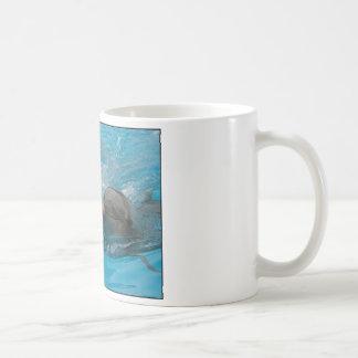 Besar delfínes taza básica blanca