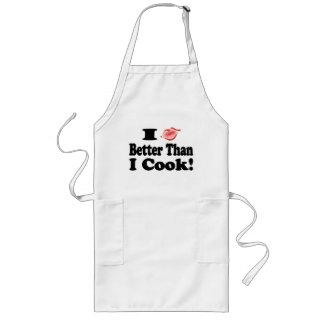 Besar el delantal del cocinero