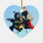 Besar el ornamento del corazón de las abejas adorno navideño de cerámica en forma de corazón