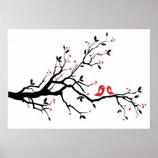 Besar el pájaro en rama de árbol con el corazón ro poster