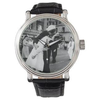 Besar el reloj del beso de Couple.Hug