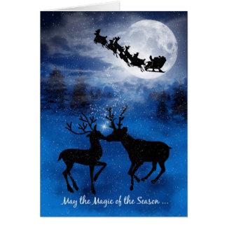 Besar el reno para la tarjeta de Navidad de los
