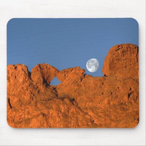 Besar la formación de roca de los camellos con la  tapetes de ratones
