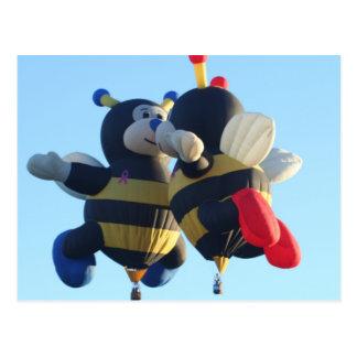 Besar la postal de las abejas
