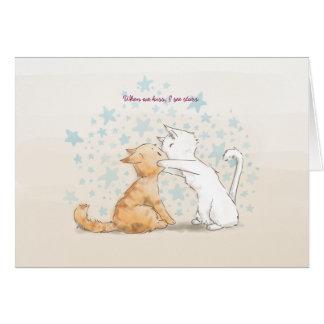 Besar la tarjeta del amor de los gatitos con el te