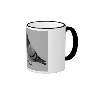 Besar la taza del regalo de las palomas