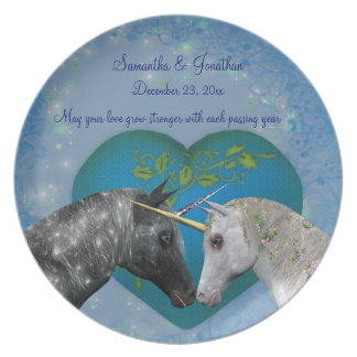 Besar los unicornios que casan la placa del recuer platos de comidas