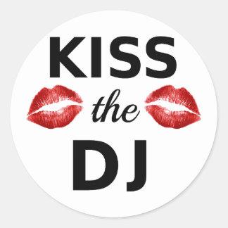 Bese a DJ con los rastros rojos del lápiz labial Pegatina Redonda