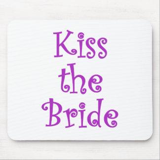 Bese a la novia mousepads