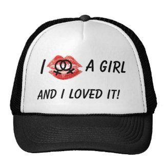 Besé a un chica, gorra negro
