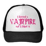 Besé a un vampiro y tuve gusto de él gorro