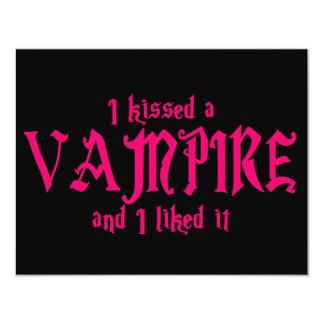 """Besé a un vampiro y tuve gusto de él invitación 4.25"""" x 5.5"""""""