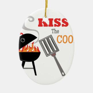 Bese al cocinero adorno ovalado de cerámica