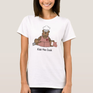 Bese la camiseta del cocinero