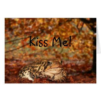 Bese la rana tarjeta de felicitación