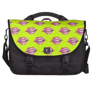 Bese los labios - rosa y amarillo bolsas de portátil