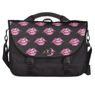 Bese los labios - rosa y negro bolsas para portátil