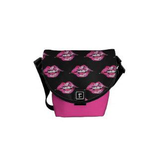 Bese los labios - rosa y negro bolsa messenger